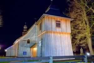 Kościół w Łapanowie nocą
