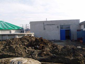 Gotowy zbiornik osadu nadmiernego i zakończona budowa budynku technicznego