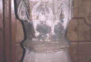 Zabytkowy kościół w Łapanowie - chrzcielnica