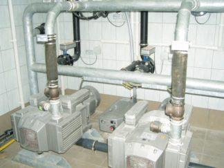 Gotowa aparatura i zamontowane pompy w budynku technicznym